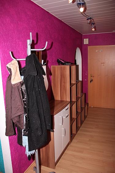 flur in flieder wie streichen bzw gestalten seite. Black Bedroom Furniture Sets. Home Design Ideas